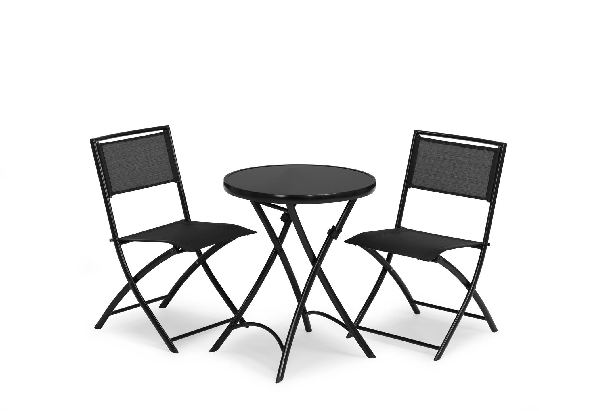 Hillerstorp Belinge Cafégrupp består av ett nätt runt bord i svart stål med glasskiva och två klappstolar i svart stål och textilene.